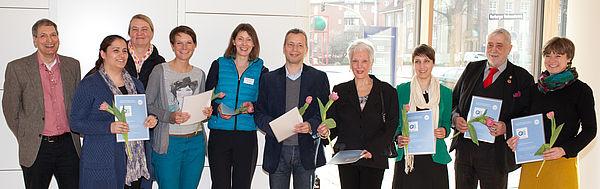 Mitarbeiterinnen und Mitarbeiter der Hamburger Freiwilligenagenturen bei der Qualitätssiegelverleihung